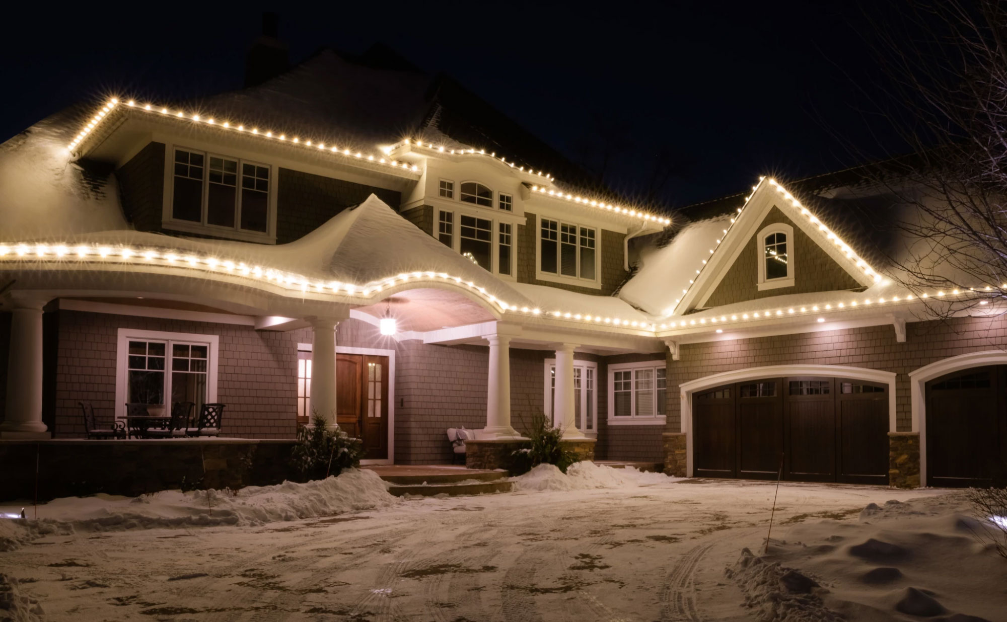 A simple white lighted roof line in the Minneapolis area